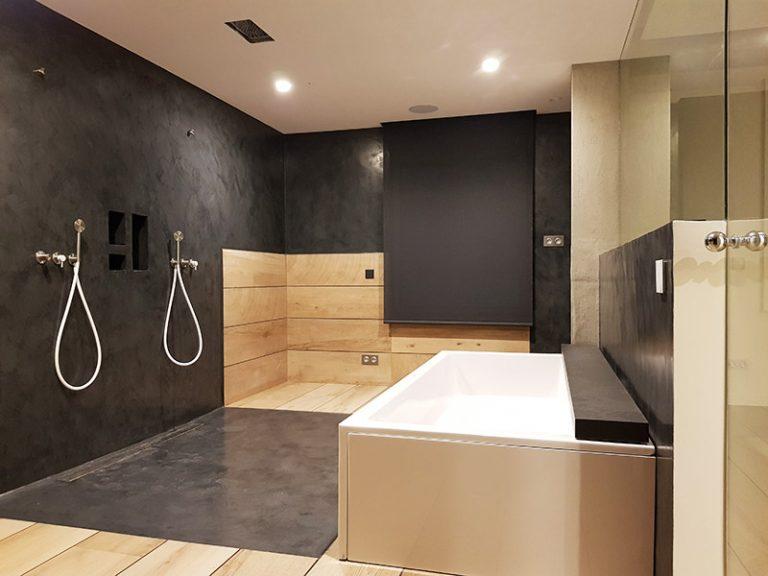 baño con dos duchas