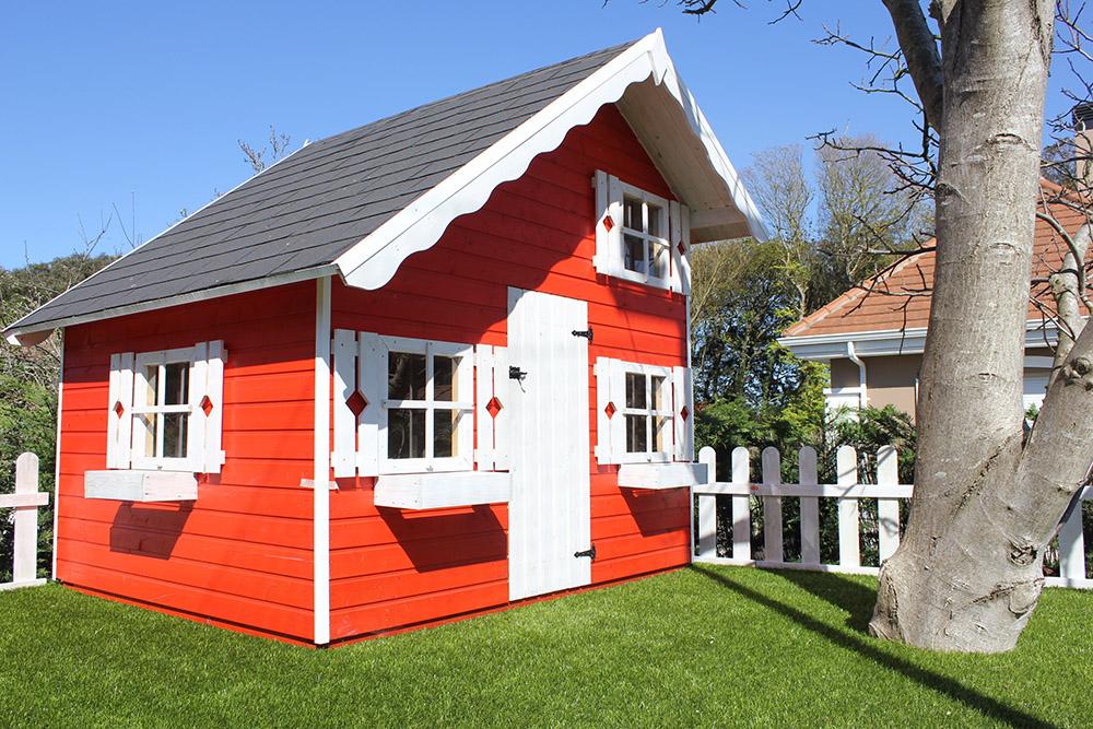 casita de madera arbol